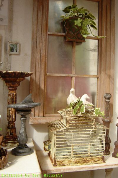 1:12th scale dollhouse by Yuri Munakata -  Bird cage by an Italian miniaturist, Yuri painted it.