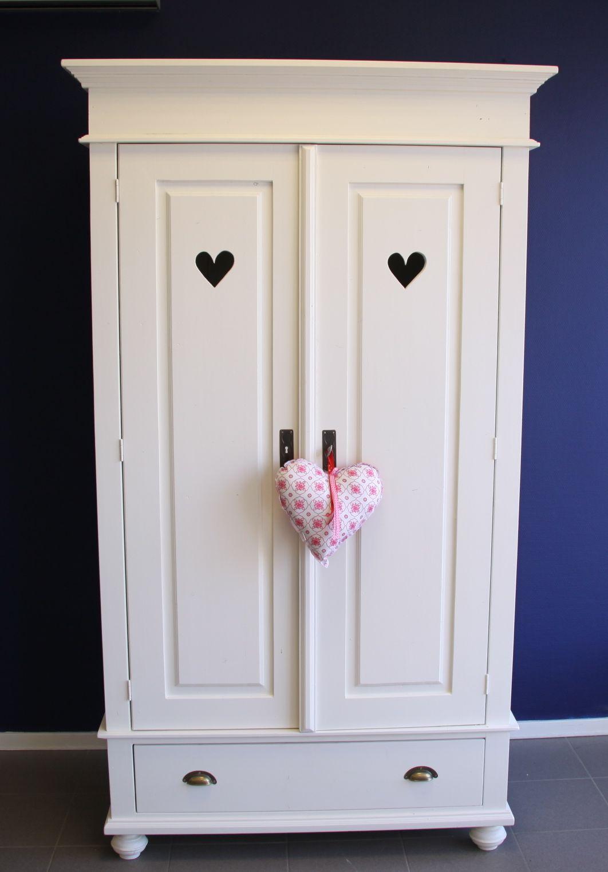 Prachtige witte linnenkast voor de #kinderkamer   Beautiful white closet for the #kidsroom