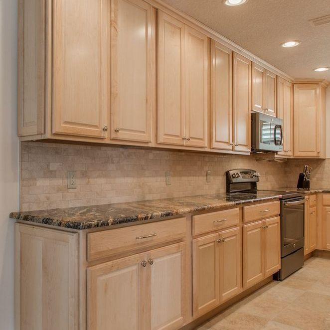 59+ Maple Cabinets with White Countertops Backsplash Ideas ...