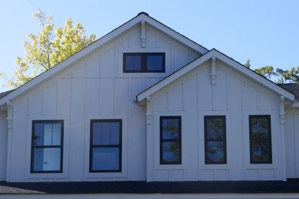 Drive By Design Exterior House Paint House Paint Exterior White Vinyl Siding House Exterior