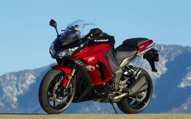 Kawasaki Ninja 1000 In Dark Red And Black Wallpaper