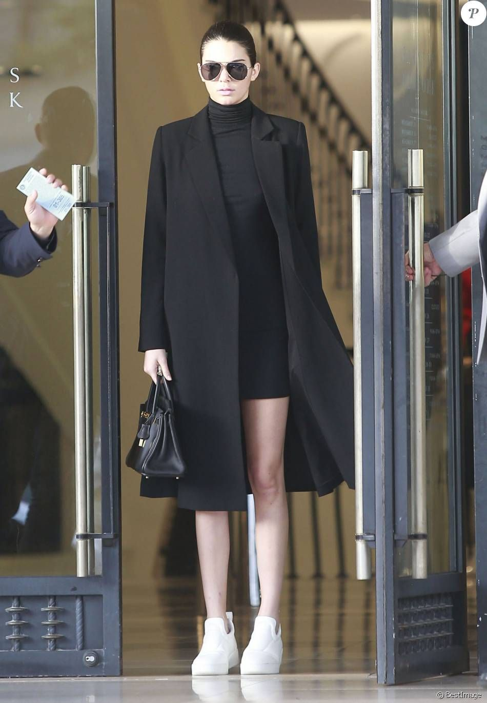9dc03cf58976 Kendall Jenner puts on a minimalist and ultra-chic look for a shopping spree.  Tennis revisited