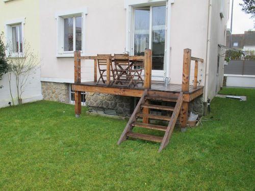 Terrasse sur pilotis avec garde corps en bois Deco abri jardin