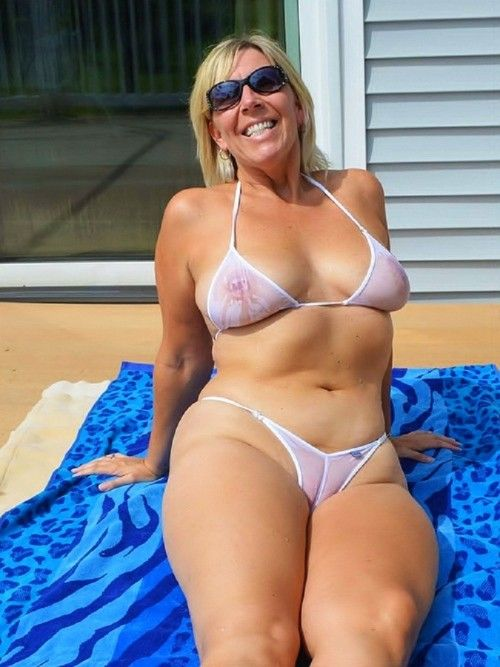 Cameltoe mature mom! amateur!
