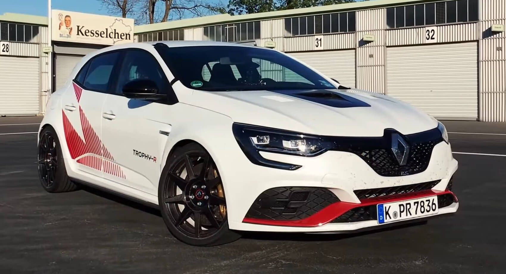 Sport Auto Laps 'Ring With Renault Megane RS TrophyR 15