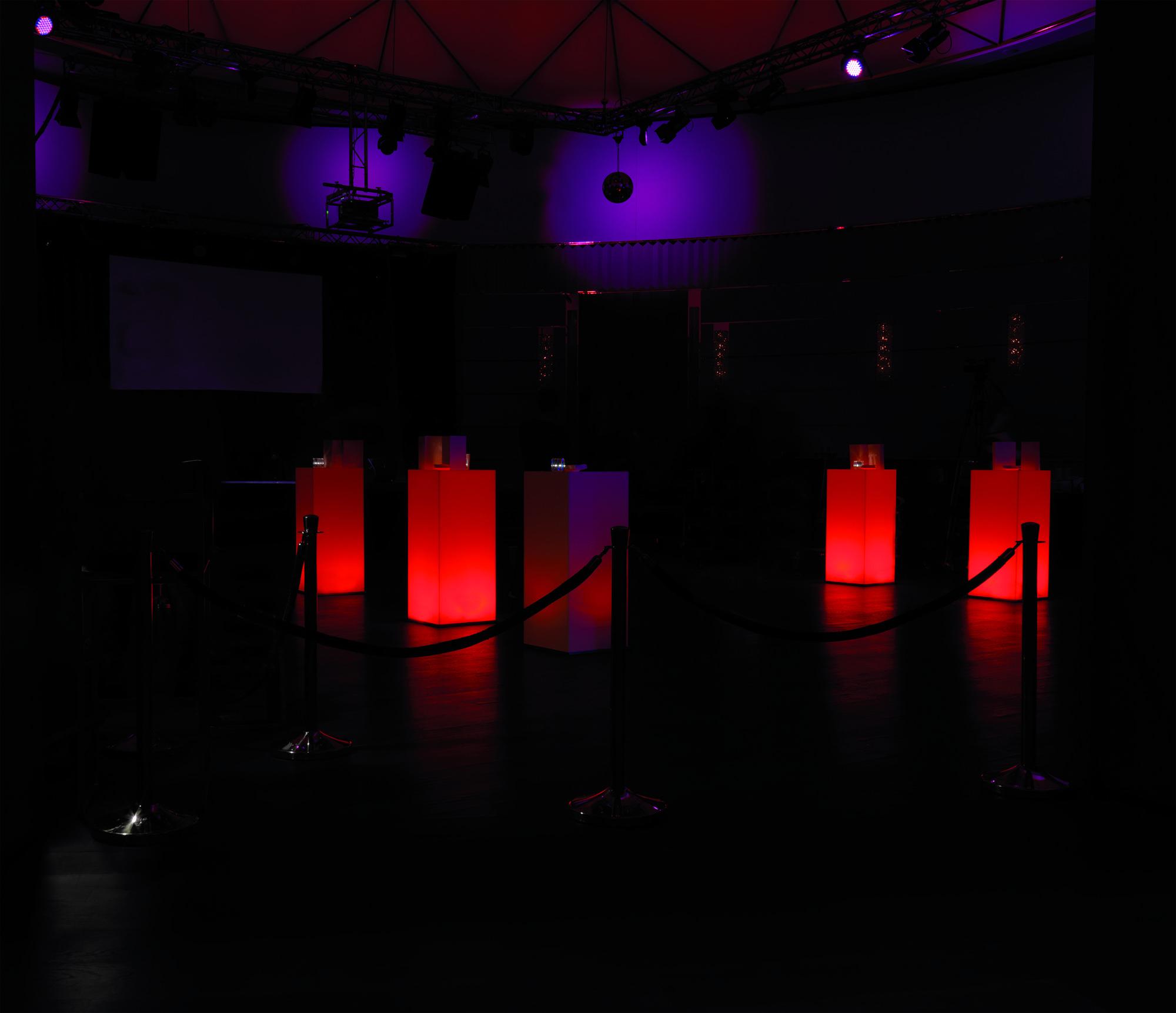 De Bar Theke Barhocker Leuchtobjekte Lampen Und Led Tische 2020 Barhocker Stehtisch Tischlampen