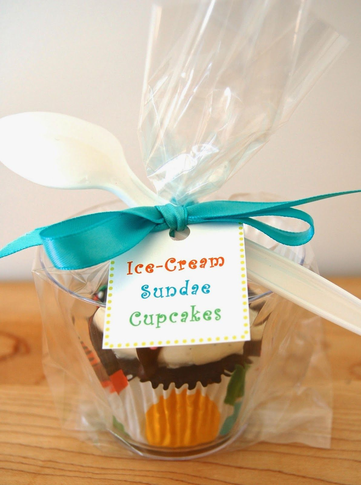 packaging cupcakes for a bake sale