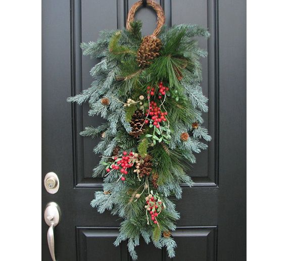 100 Awesome Christmas Stairs Decoration Ideas: Unique Holiday Wreath Ideas