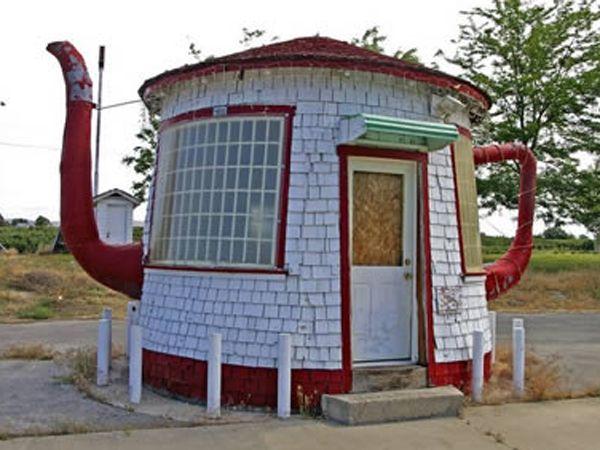House Shaped Like A Kettle Crazy Houses Unusual Homes Unusual