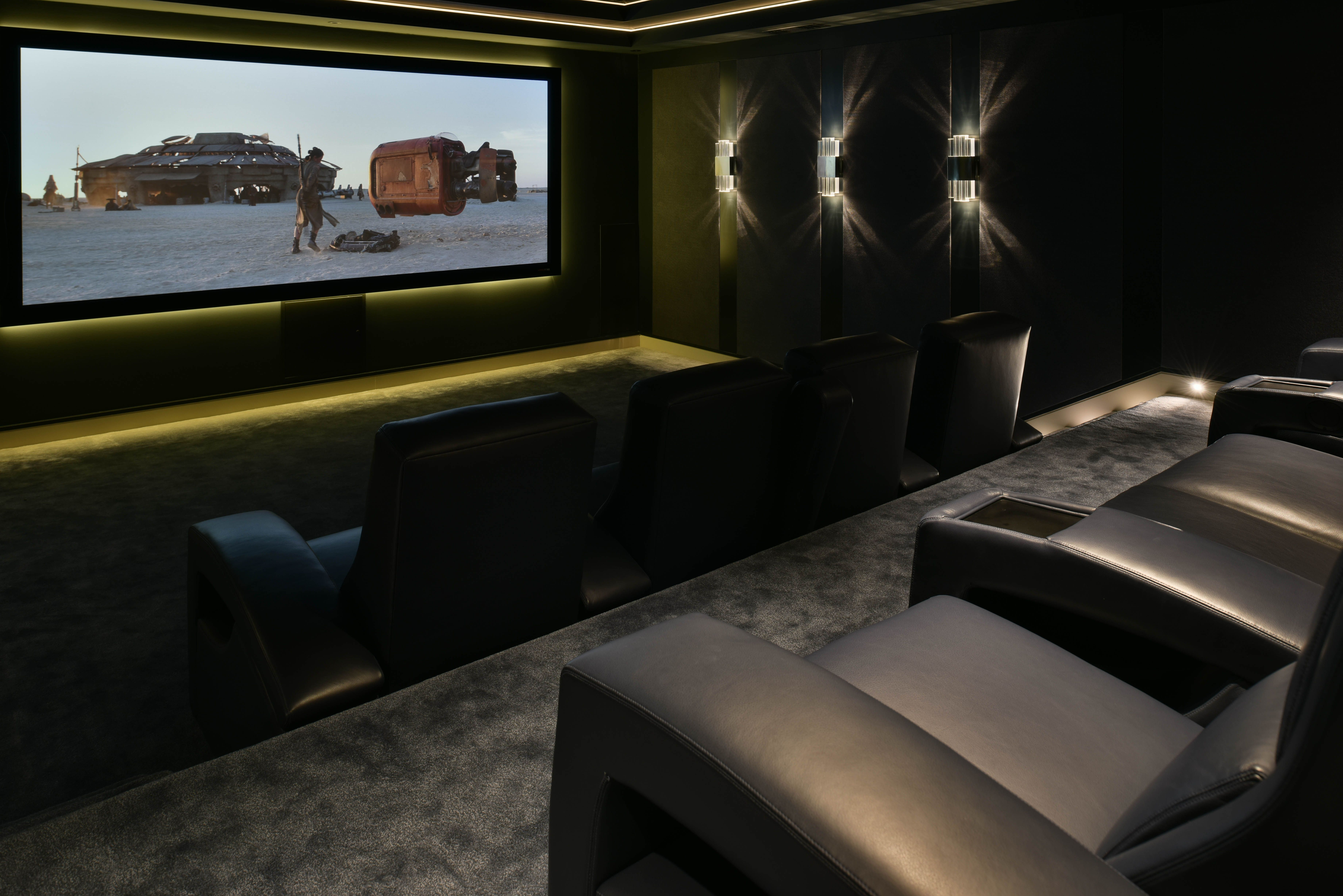 Luxury Home And Cinema Chandelier Hanging In The Living Room  # Deco Table Tele Plus Homecimema