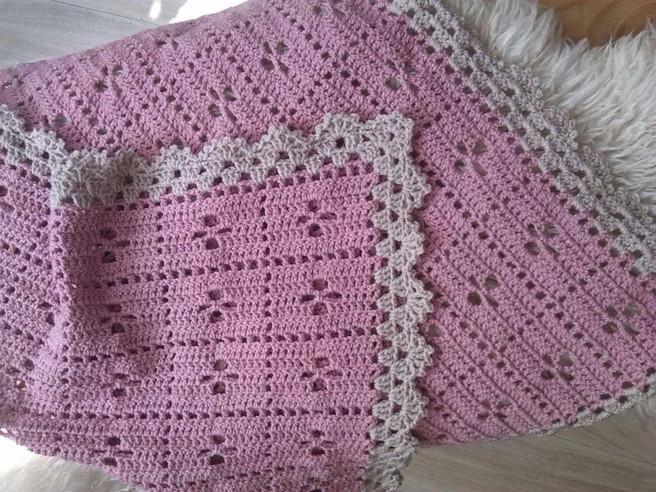 """Babyblanket """"Call the midwife"""" , pattern: """"Little monkeys crochet"""" #Carôt #Crochet #BabyBlanket #Haken #BabyDeken"""