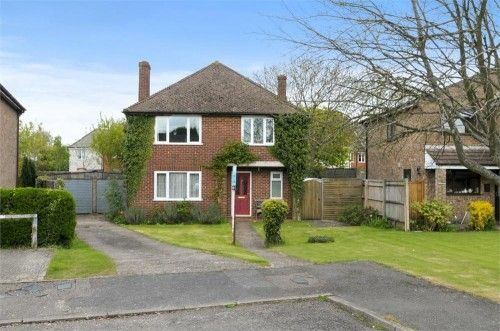 Oakengrove Road, Hazlemere Estate Agents. Register with us today to find your dream property! - http://www.robertsonsestateagents.co.uk/sales.html#reg