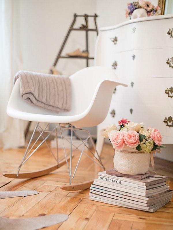 Encanto en el dormitorio  Tus Me gusta de Pinterest  Decoracin de unas Mecedora eames y Decoracion de muebles