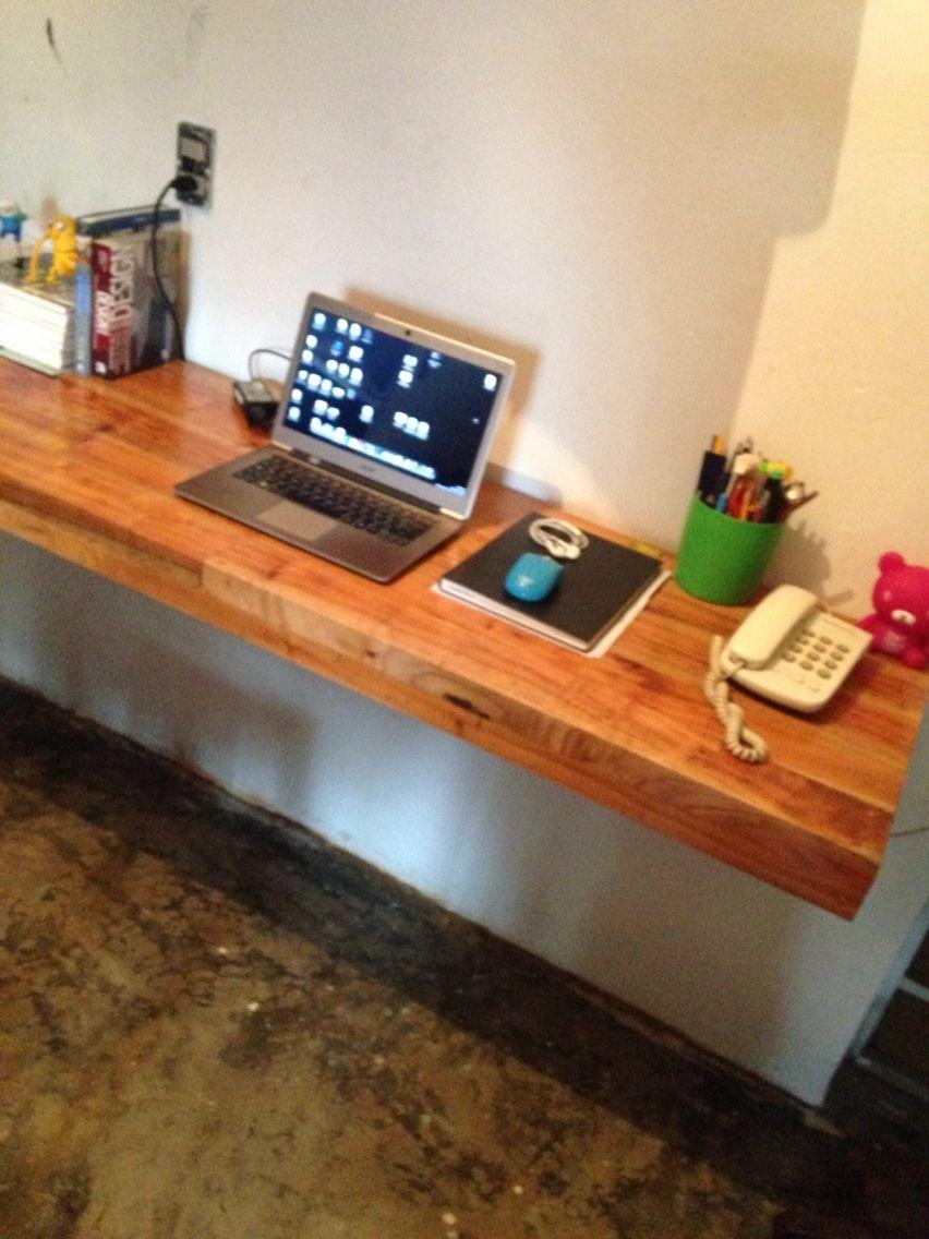 Listo el nuevo escritorio flotante colocado...!!!