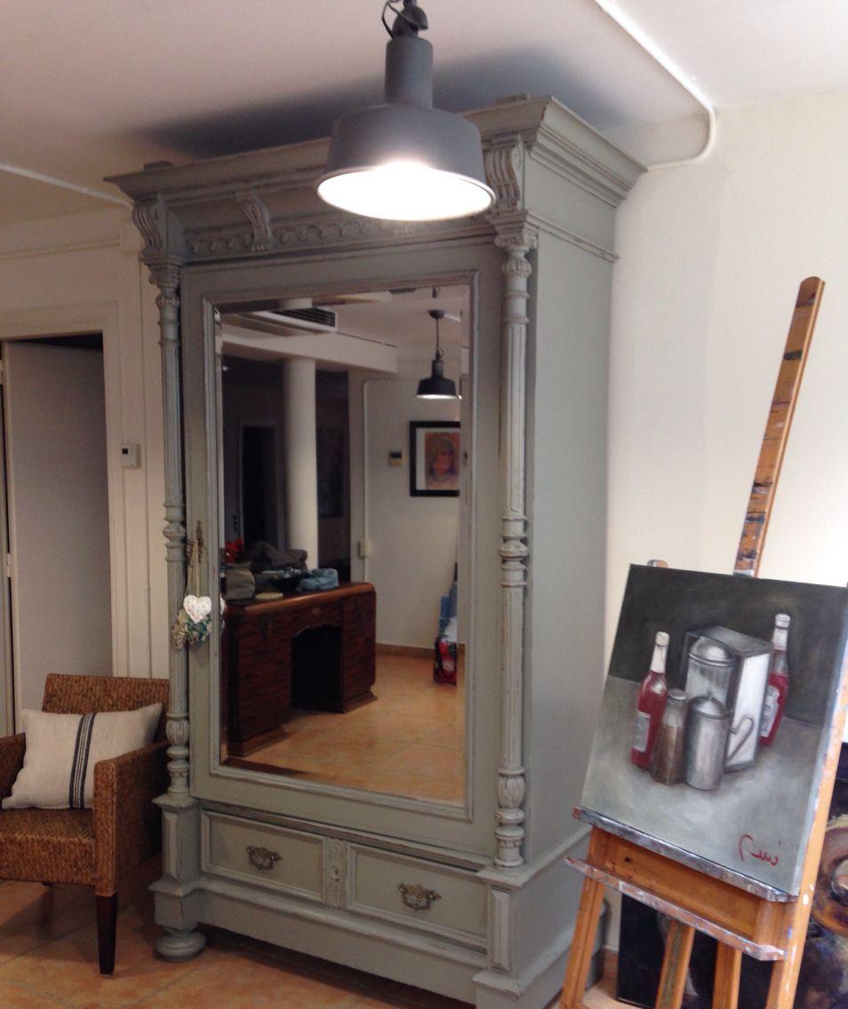 Armario restaurado por Malana's Workshop en un estudio de pintura