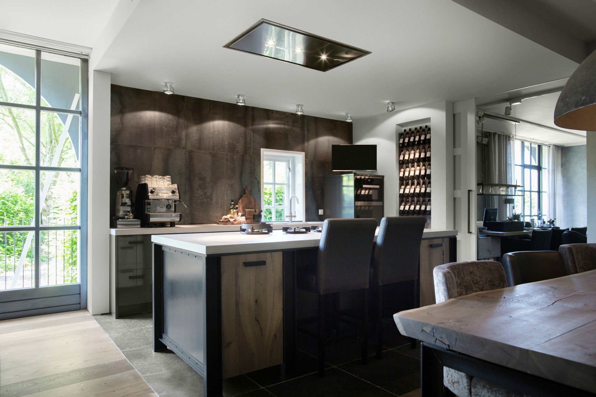 Plafond Afzuigkap Keuken : Afzuigkap model 8662 . mooi weggewerkt in het plafond. #kitchen