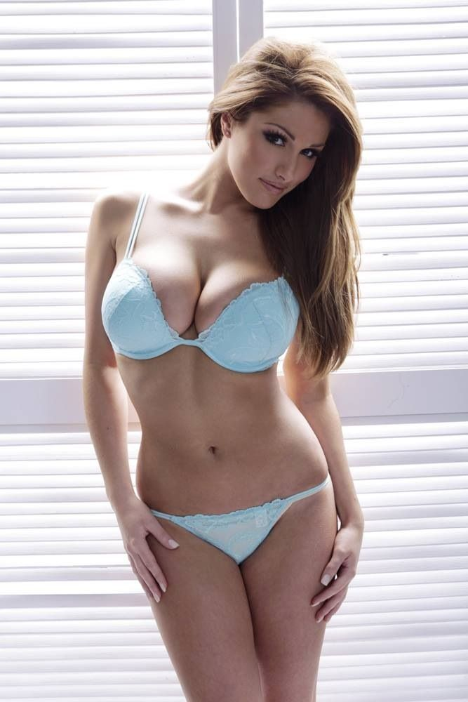 Lucy Pinder Hot