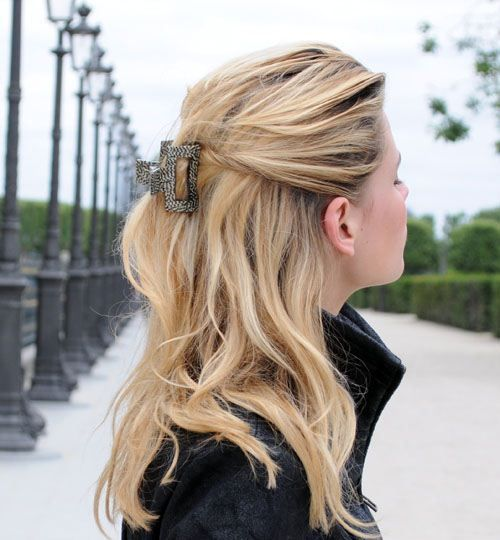 Easiest Way To Wear A Claw Clip Clip Hairstyles Medium Hair Styles Hair Styles