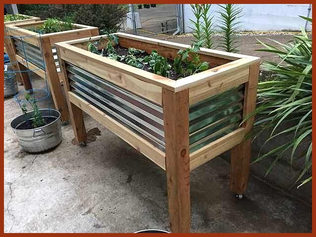 I Made Raised Planters On Wheels Planterson Raised Wheels Blumenkubel Erhohte Beete Pflanzenkubel