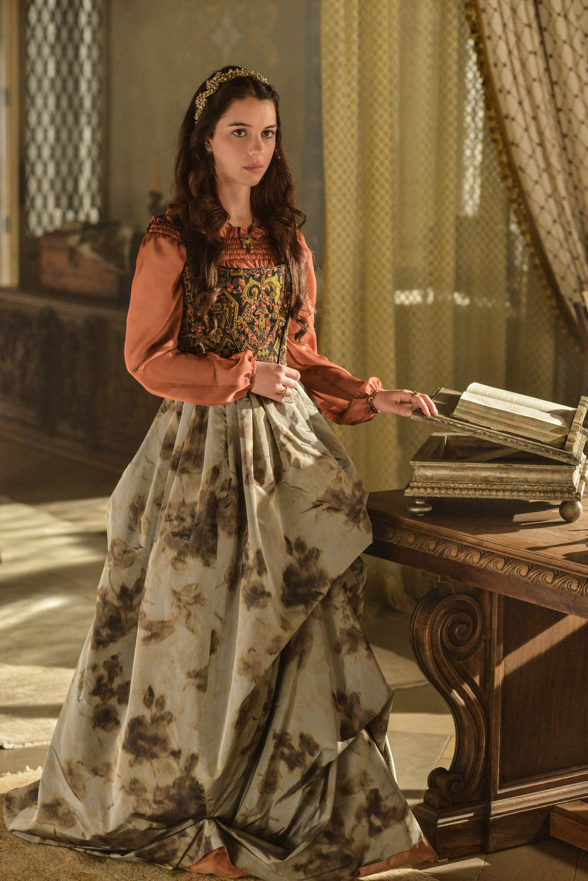 Mary stuart adelaide kane reign and mary for Reign mary wedding dress