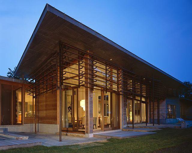 Residência Orleans, em Massachusetts, USA. Projeto do escritório Charles Rose Architects. #arquitetura #arte #art #artlover #design #architecturelover #instagood #instacool #instadesign #instadaily #projetocompartilhar #shareproject #davidguerra #arquiteturadavidguerra #arquiteturaedesign #instabestu #decor #architect #criative #photo #decoracion #madeira #aconchego #wood #cozy #orleans #ma #massachusetts #usa #charlesrose