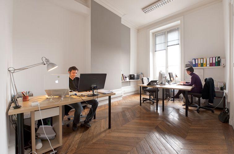 Le bureau au fond à droite ! 3 bureaux fixes et un bureau nomade