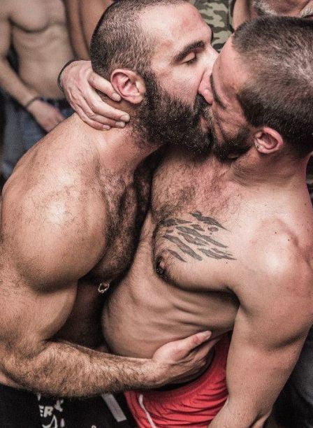 Hairy gays kissing