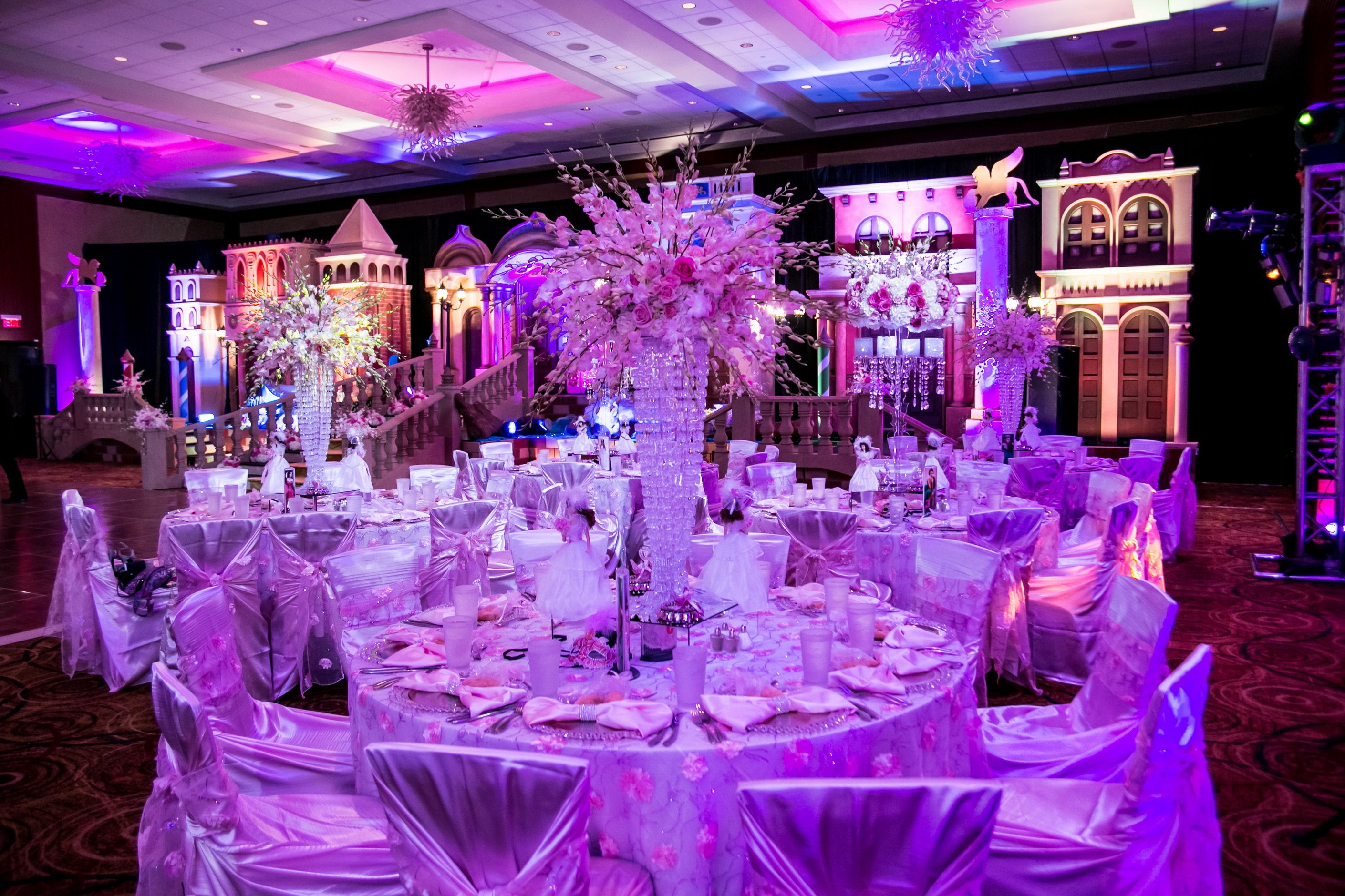 What An Elegant Table Setting For This Quinceanera #Quinceanera #Ballroom