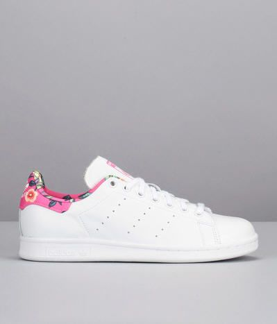sneakers blanches cuir imprim es fleurs stan smith blanc adidas originals prix promo baskets. Black Bedroom Furniture Sets. Home Design Ideas