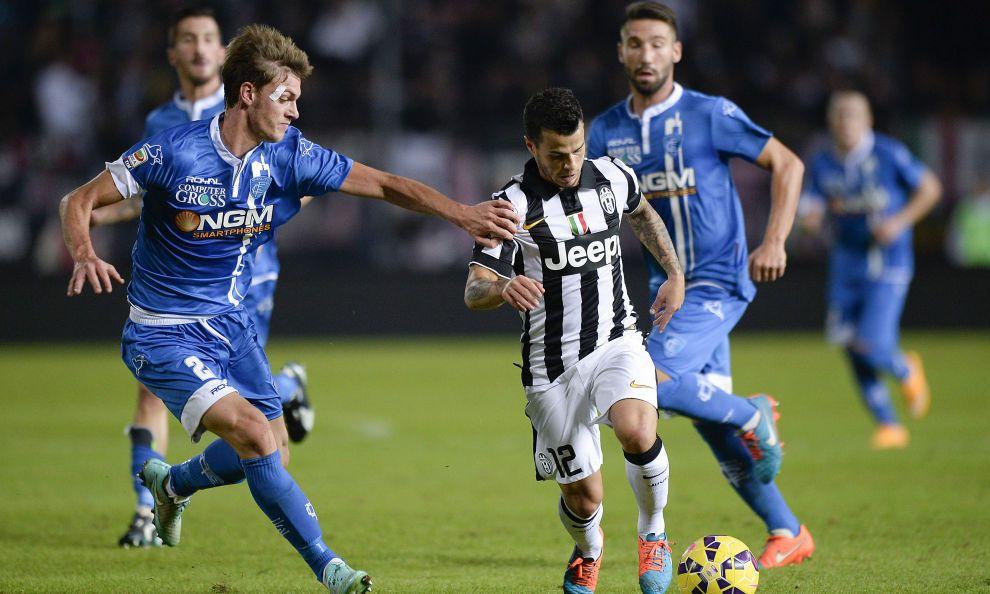 I bianconeri stendono 2-0 l'Empoli grazie ai due gol nella ripresa del centrocampista azzurro e dell'attaccante spagnolo
