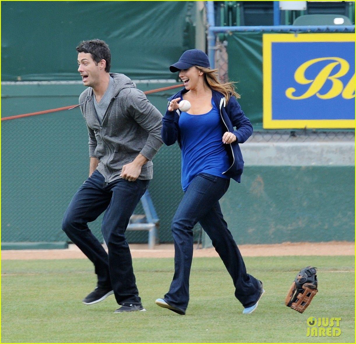 Jennifer Love Hewitt Is Pregnant 01 Jennifer Love Hewitt Is