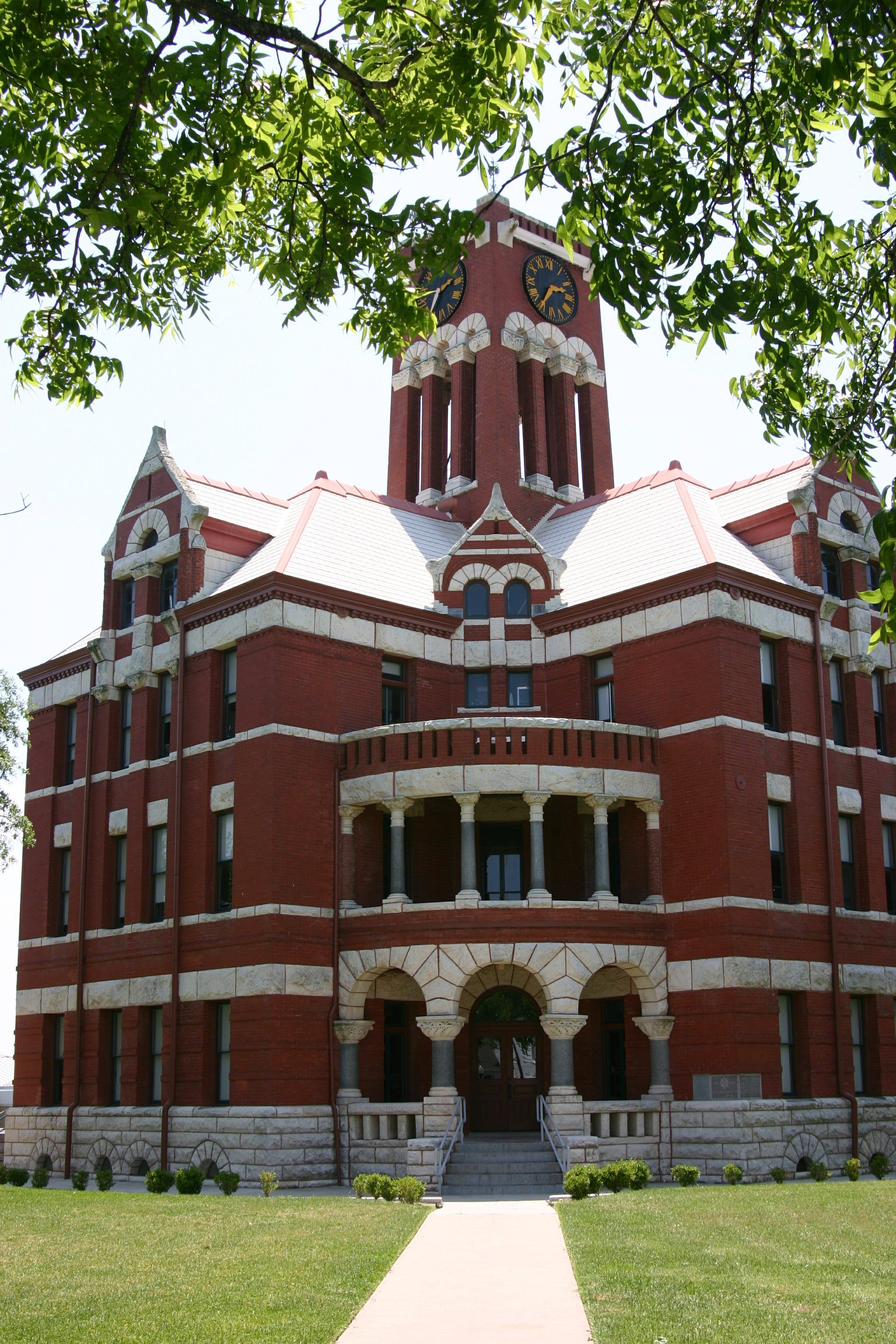 Giddings Courthouse--cuz I ♥ Texas Courthouses!  Been here!