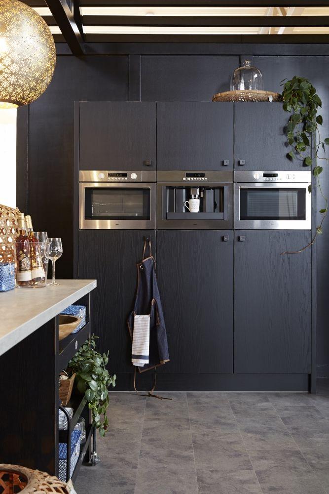 Zwarte keuken van hout riverdale vintage keuken landelijke keukens pinterest kitchens - Vintage keukens ...