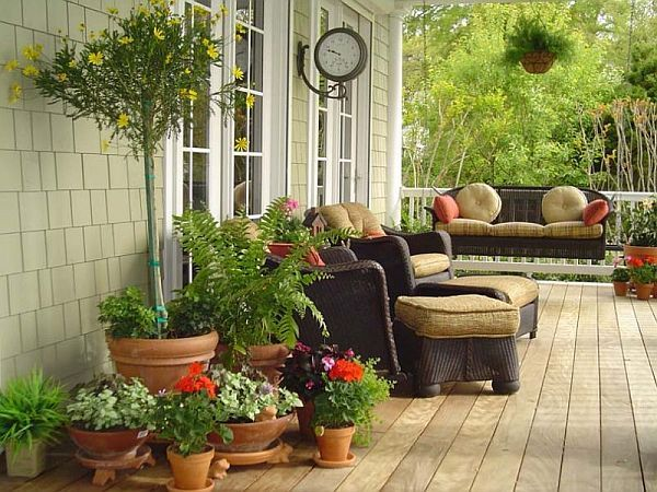 Difference Beween A Porch Balcony Veranda Patio And Deck Front Porch Decorating Spring Porch Porch Design