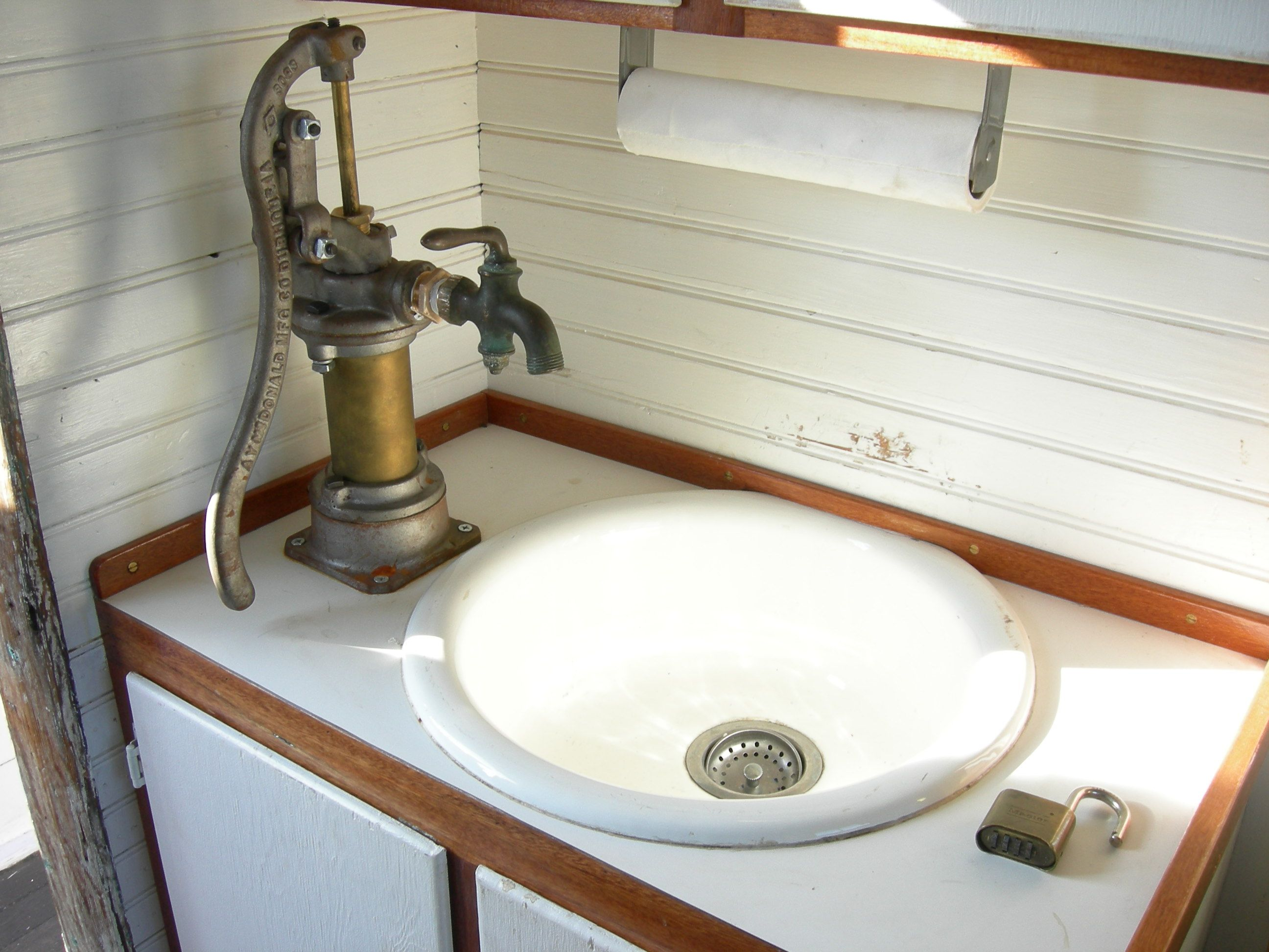 Http Bonsie007 Hubpages Com Hub Life With A Kitchen Sink Hand