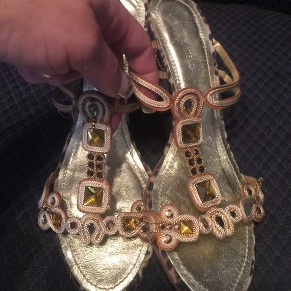 Gorgeous gold hills . Made in Spain. These are beautiful gold hills by Ramon Tenza, sine 8, leather sole, made in Spain. Ramon Tenza Shoes Heels