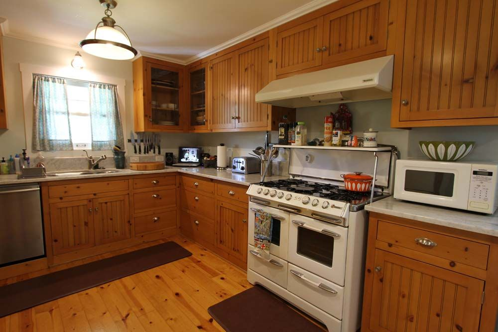 wood floors in kitchen with wood cabinets. photo best flooring