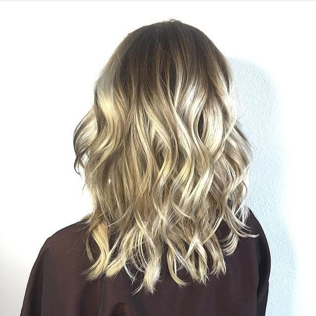 Blonde balayage blend. Color by @hairbyliaa  #hair #hairenvy #haircolor #blonde #bronde #balayage #highlights #newandnow #inspiration #maneinterest