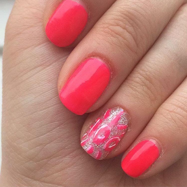 Neon pink nail art. Neon pink manicure. Neon pink nail varnish ...