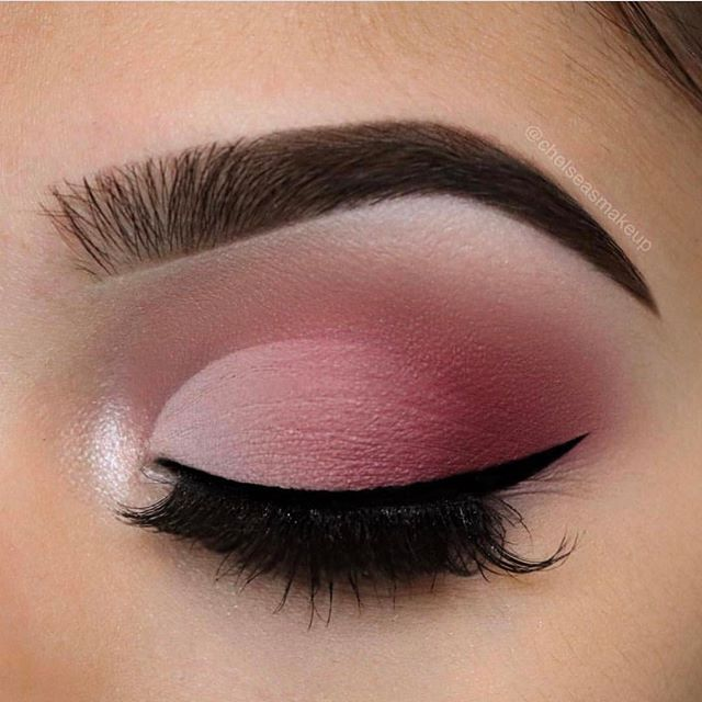 "Valentine's Day faded cut-crease by ✨@chelseasmakeup✨ wearing #LuxyLash ""KEEP IT "" lashes! Beautiful blending! Love this! Upgrade your lash game for Valentine's Day! Free shipping on all US orders! ▪️SHOP: www.luxy-lash.com▪️"