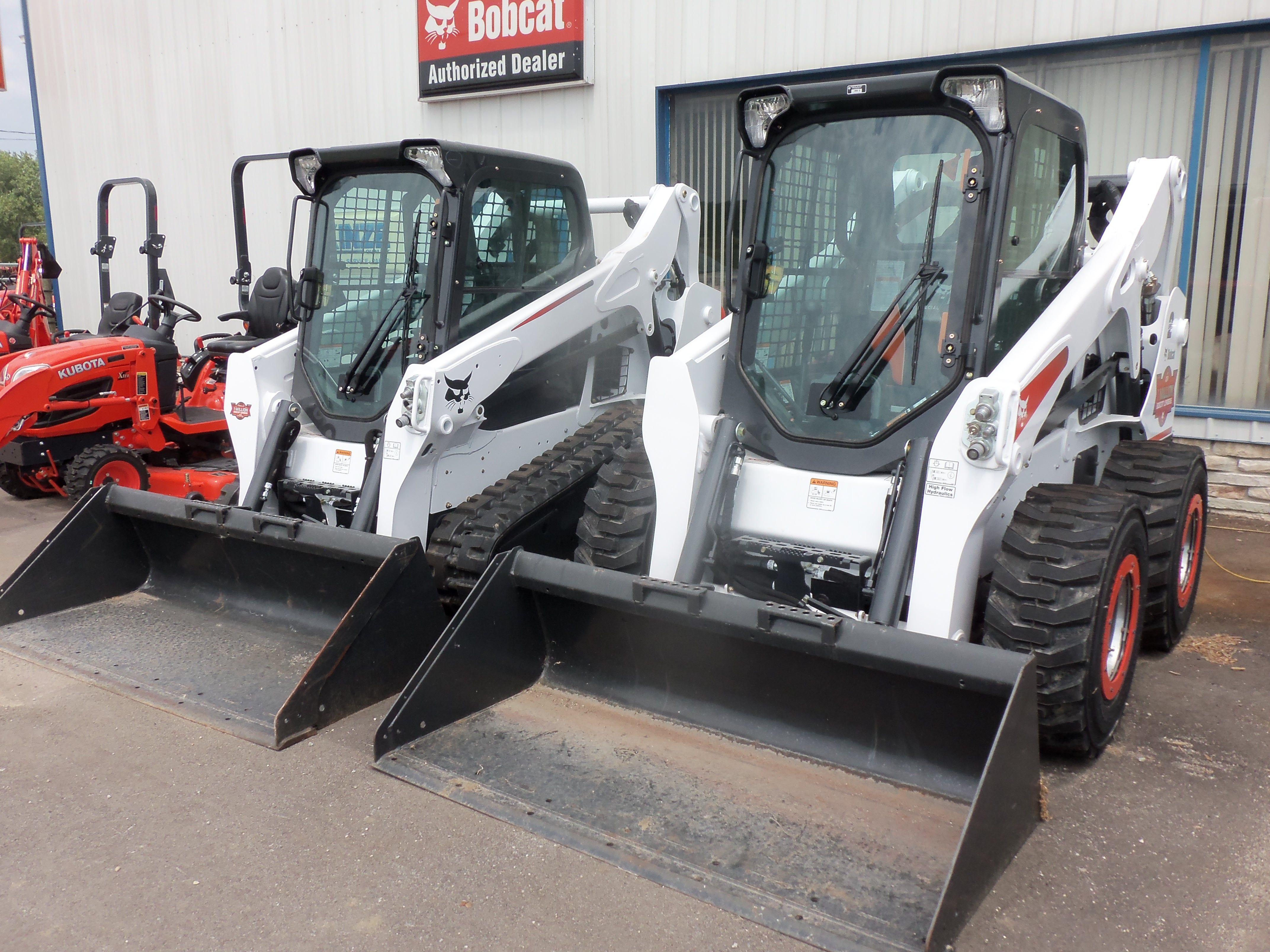 Bobcat equipment:Special S650 1 million skid steer loader & T590