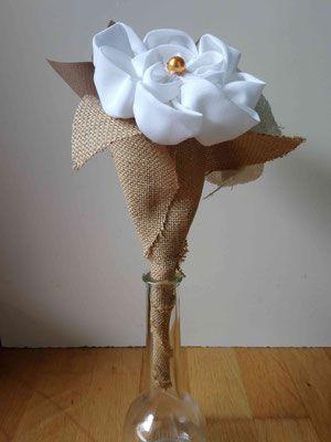 Collection Magali. Mini bouquet demoiselle dhonneur pour cortège mariage naturel en fleurs éternelles en coton blanc, toile de jute et origami papier kraft