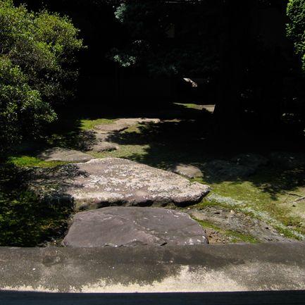 Koos, who doesn't dream of a moss garden? This one belongs to Toyokawa Inari, Japan.