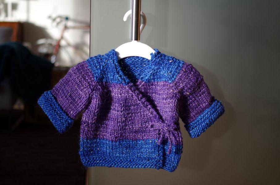 kreaturin: Baby-Wickeljacke selbst gestrickt. | stricken | Pinterest ...