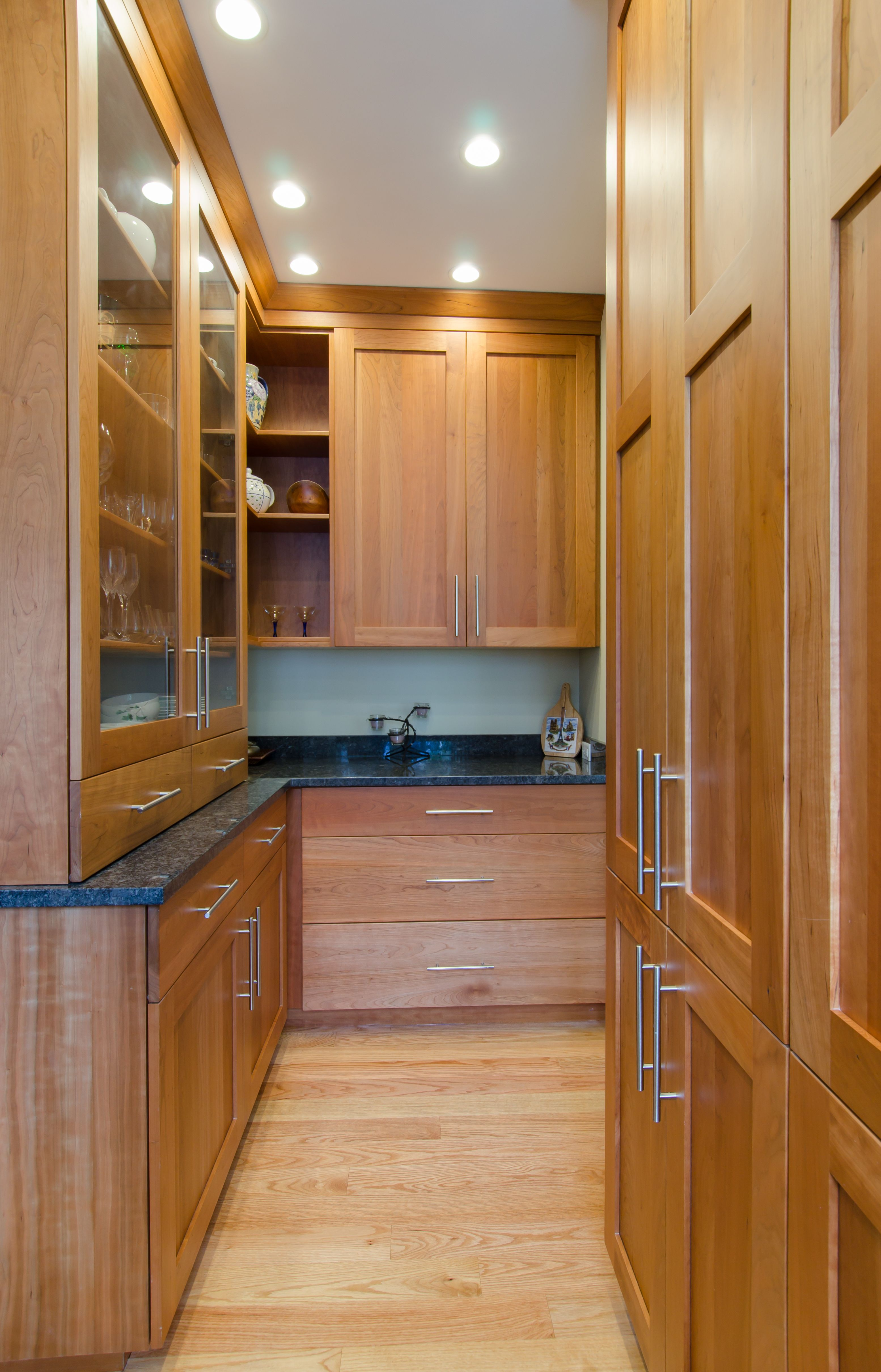 Best Kitchen Pantry Large Pantry With Granite Countertop 400 x 300