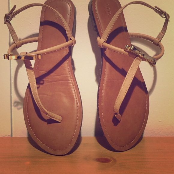 68acb8c7f05 Tan sandals with gold bow Barely ever worn! Received as a gift from target  Merona Shoes Sandals