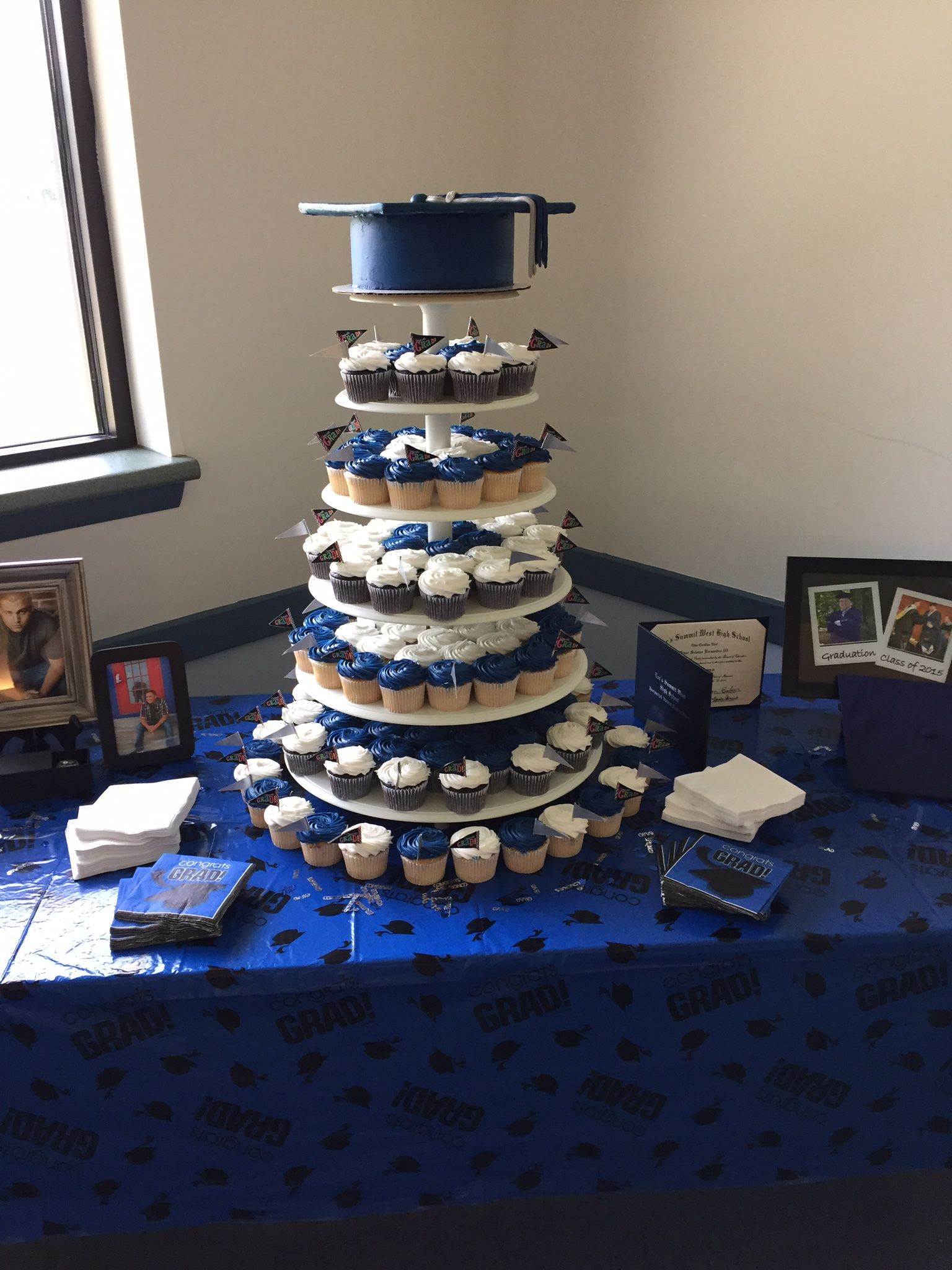my sons graduation cake/cupcake display 2015 | zach graduation