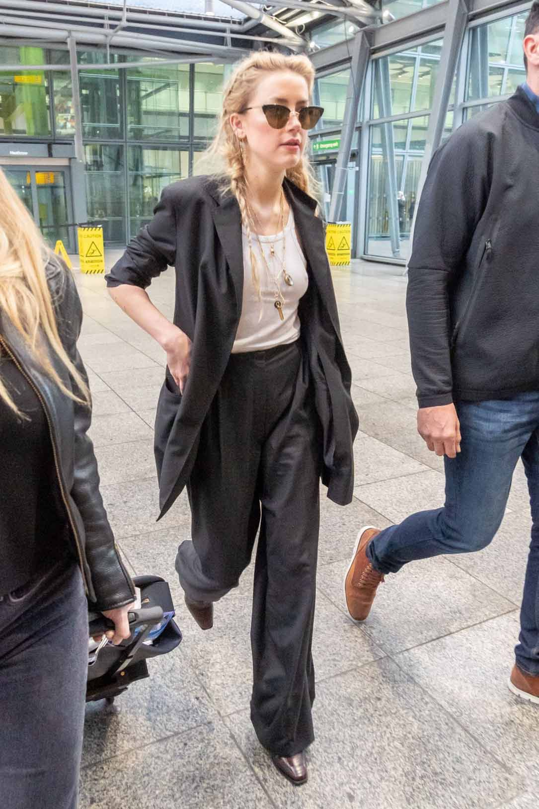 Amber heard casual style arriving in sydney new picture