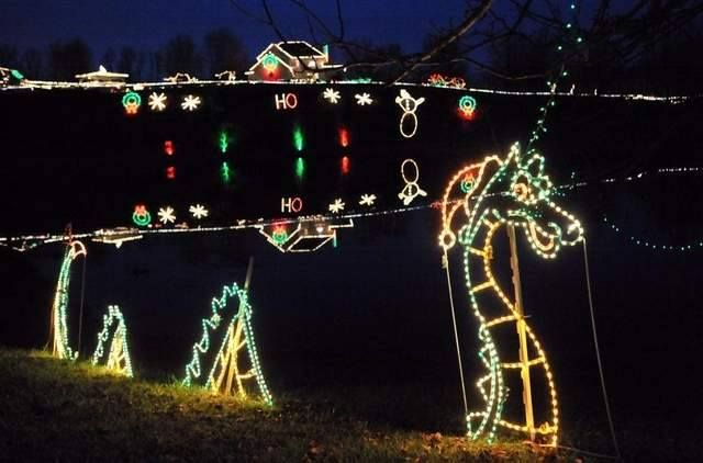 Here Are The Top 15 Christmas Towns In Ohio They Re Magical Christmas Town Best Christmas Light Displays Ohio Attractions