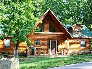All Wood Log Cabin 2 Bdrm Wi Fi Nestled In Woods Pool Available Hot Tub Vacation Rental In Branson Fr Vacation Cabin Rentals Log Homes Luxury Log Cabins
